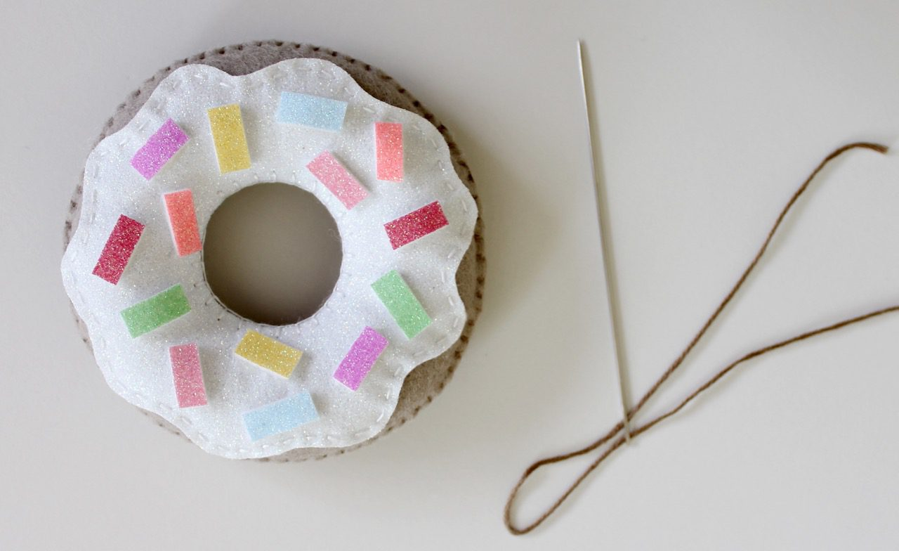felt-donuts-from-molly-and-mama-10