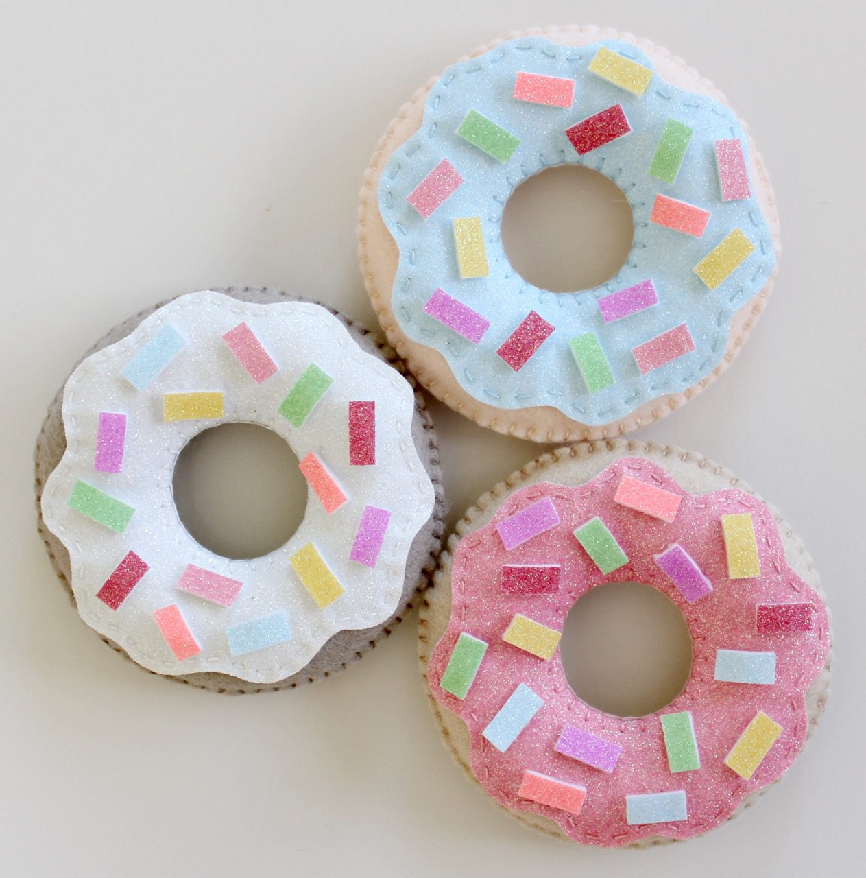 felt-donuts-from-molly-and-mama-9